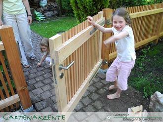 Gartenür aus Lärchenholz